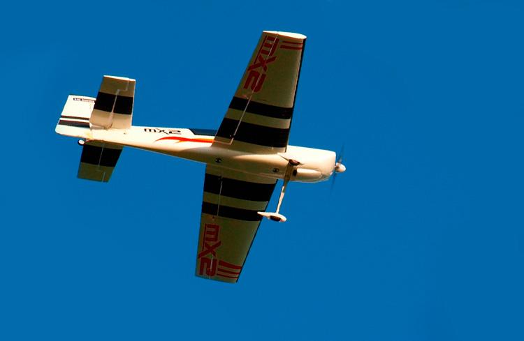 aterrizar-un-avion-teledirigido-direccion-del-viento-bj