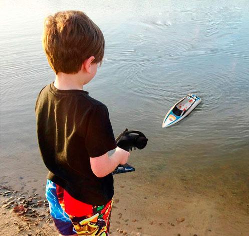barcos-juguetes-teledirigidos-para-niños-y-niñas